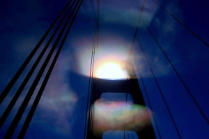 Iridescent_fog_at_Golden_Gate_Bridge